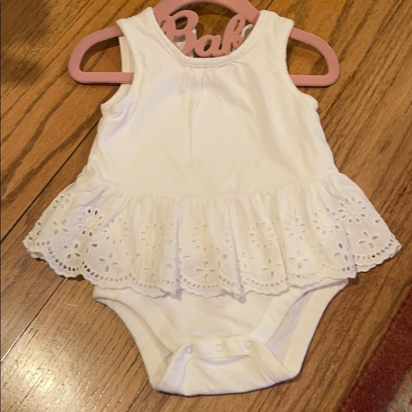 Baby Gap onesie With Eyelet Skirt Detail - 12-18m